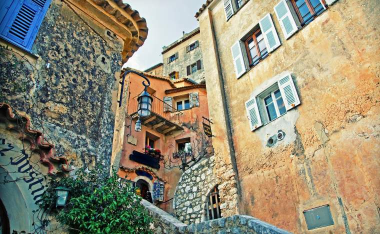 Old-buildings-in-village-of-Eze-near-Monaco-in-France
